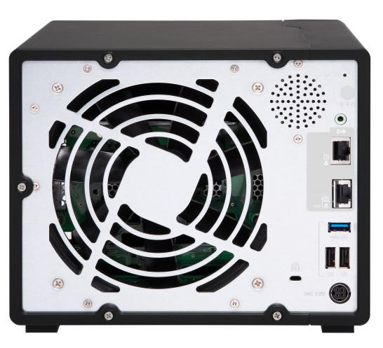 Wbudowany port 10GBASE-T zapewniający przyspieszenie przepływu danych