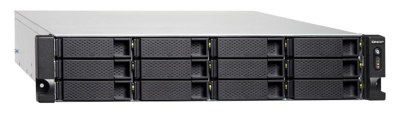 Wielofunkcyjny serwer, będący hostem dla wirtualnych maszyn i kontenerów