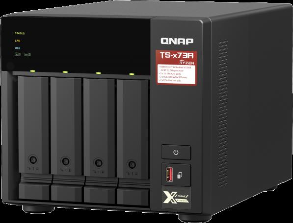 Czterordzeniowy NAS AMD Ryzen™ o taktowaniu 2,2 GHz 2,5GbE z obsługą dysku M.2 NVMe SSD i rozszerzeń PCIe na potrzeby dodawania szybkiej łączności 10GbE i dysku M.2 SSD